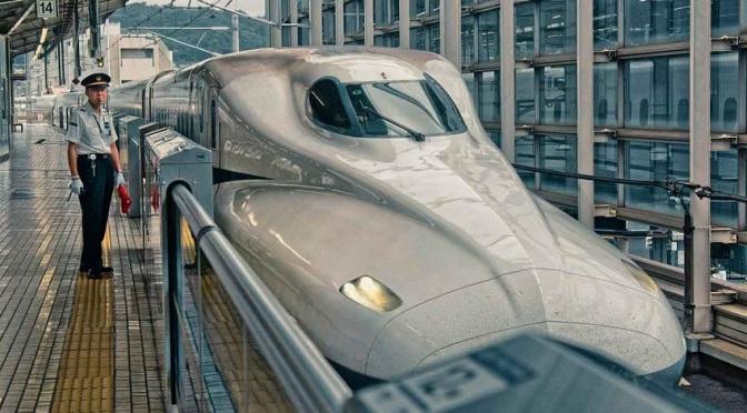 Японските учени съветват прозорците във влаковете да се отварят