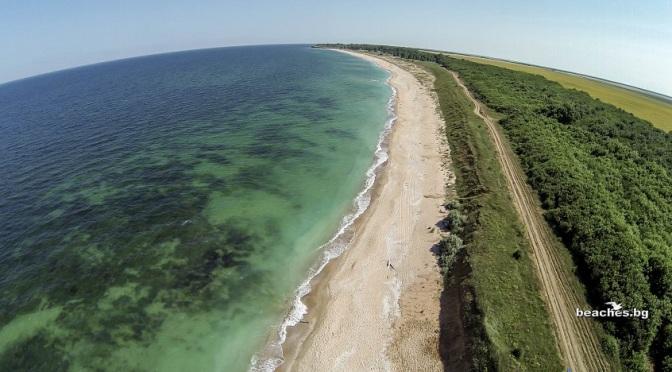 """Министерството на туризма сезира МВР за паркирали автомобили върху дюни на плаж """"Крапец-север"""""""
