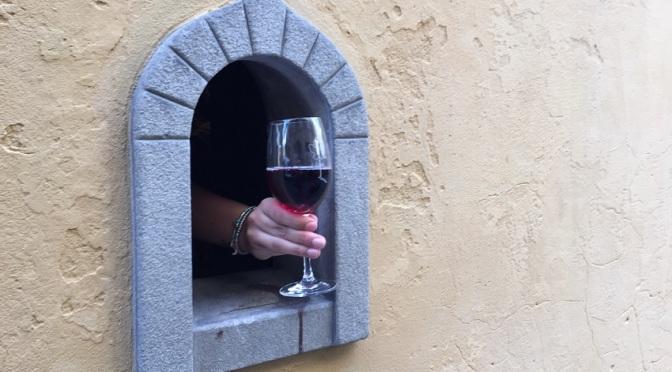 """Тоскана възражда традицията на средновековните """"винени прозорци"""""""