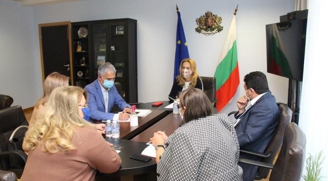 Вицепремиерът Николова търси възможности за насърчаване на пътуванията от Русия