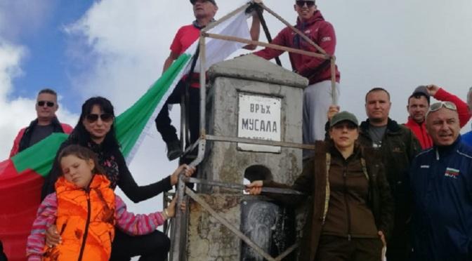 Министърът на туризма Марияна Николова изкачи връх Мусала
