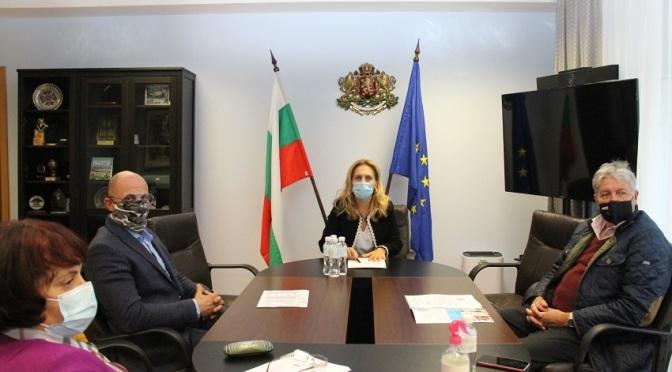 Марияна Николова проведе работна среща с представители на КРИБ и БХРА