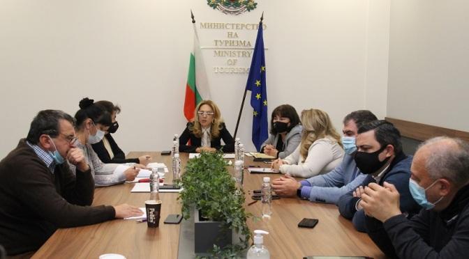 Министерството на туризма договори още 50 млн. лв. за туроператори и туристически агенти